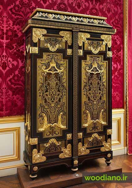 کمد چوبی زیبای فرانسوی همراه با نقش و نگار طلایی