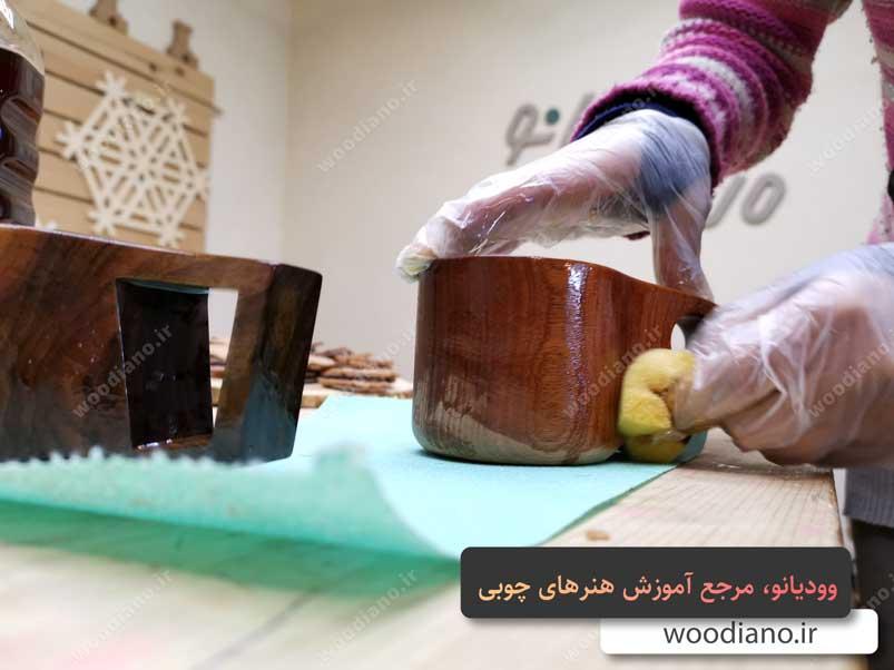 رنگ کردن لیوان چوبی